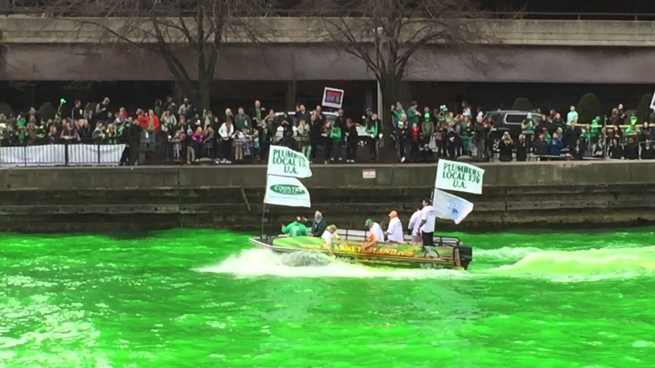 dyeing the chicago river green for st patrick u0027s day 2016 youtube