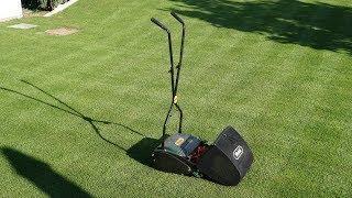 Anglický trávnik.  Hnojenie trávnika na jar a v lete. Najlacnejšie hnojivo.