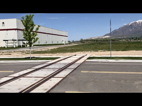 railroad-crossing-to-nowhere!-why-did-the-track-cross-the-road?