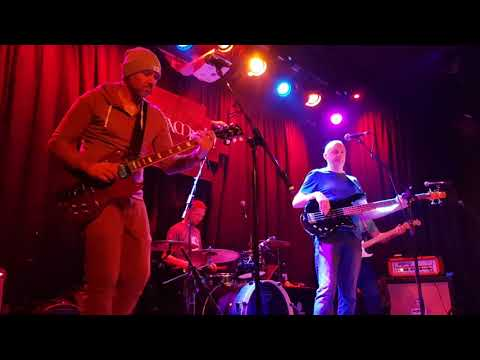 Gus Munro and the Handsome House Jam band - 1. Key To The Highway