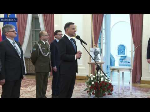 Przekazanie Krzyża Srebrnego Orderu Wojennego Virtuti Militari
