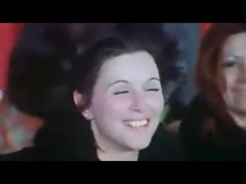 مناسبة : حفلة عرض أزياء 1975 م (سعاد حسني-نادية لطفي)