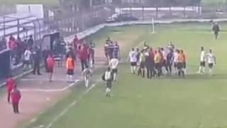Përsëri dhunë në futboll, lojtarët  e Domosdovës godasin arbitrin