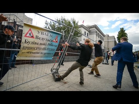 'There is no Russian nation': Ukrainian nationalists try to derail Russian voting