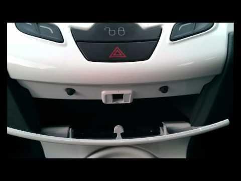 Ford Fiesta Mk7 (2008-2012) Interior Plastics Removal