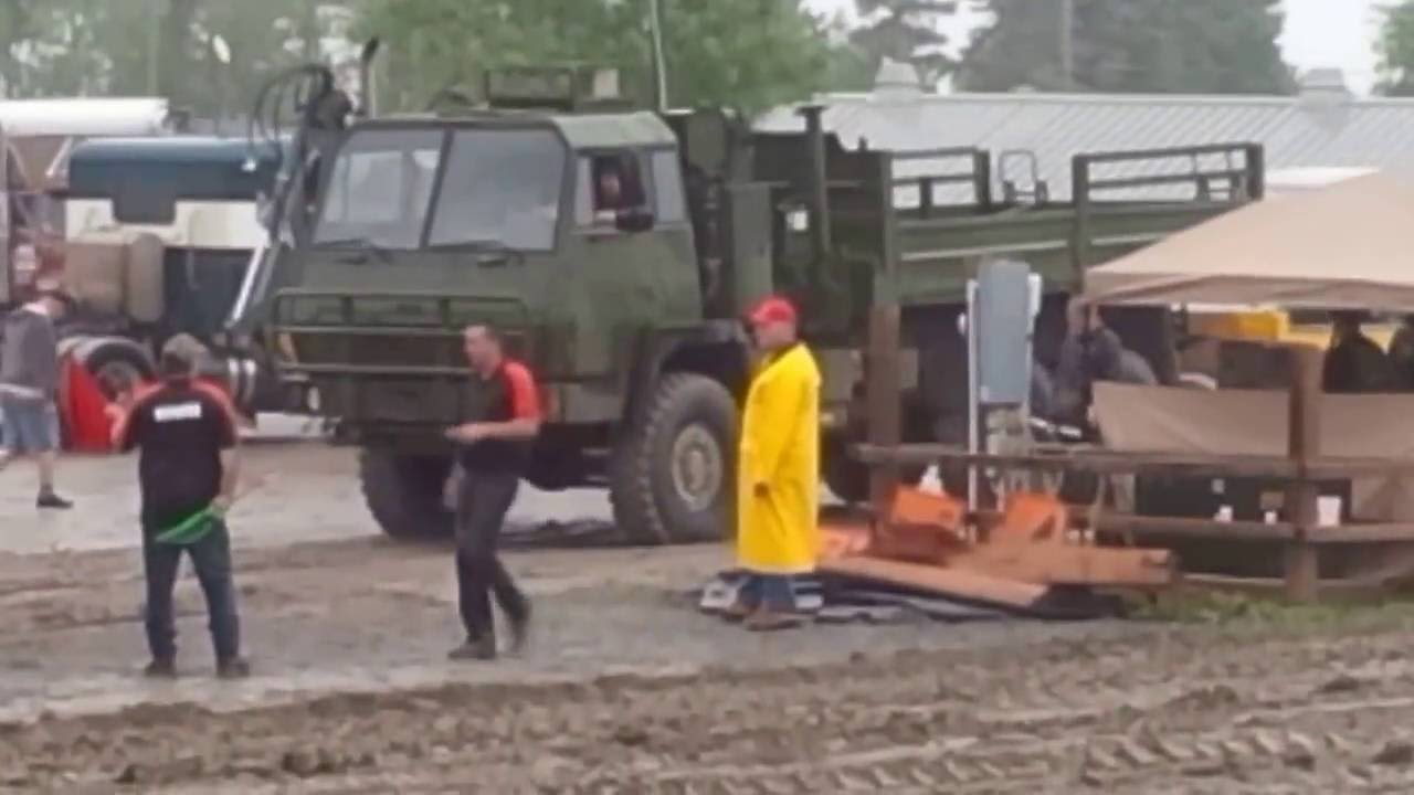 Truck pull Canadian STEYR 6x6 1491