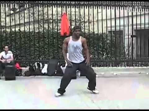 Video  Kiểu nhẩy  ảo  trên đường phố   Phi thường   kỳ quặc