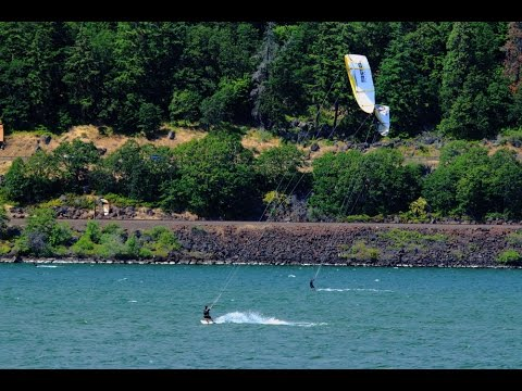 Kiteboarding on the Columbia river