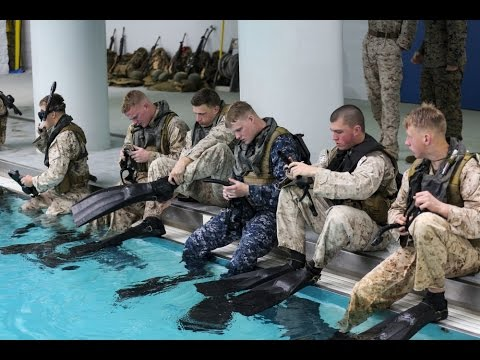 Amphibious: Recon Marines prepare for Dive School