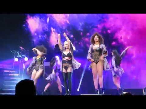 Britney Spears Slumber Party live in Berlin