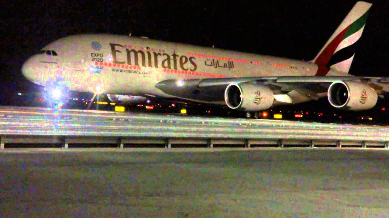 A380 Wallpaper Hd Emirates A380 Airbus Flight Ek202 Taxiing At Night At Jfk