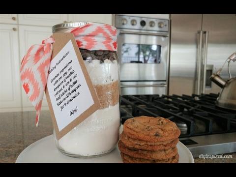 DIY Gift Idea: Mason Jar Chocolate Chip Cookies Recipe
