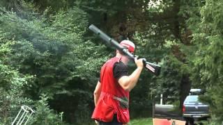 Jocke Smålänning visar skjutkonster på Bosjökloster