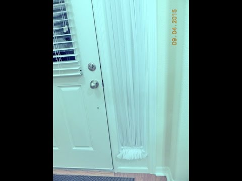 Как красиво задрапировать узкое длинное окно возле входной двери.