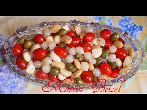 Салат Чиполино.очень простой салат .Фасоль с чесноком луком помидорами...