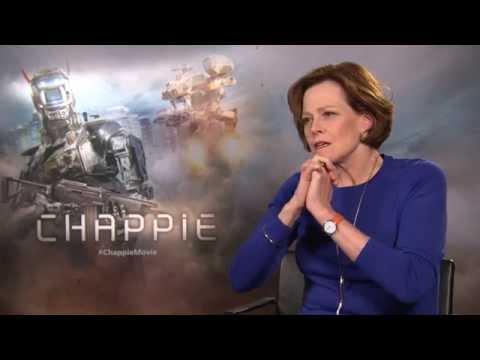 Sigourney Weaver Dishes On Alien 5 & Avatar Sequels