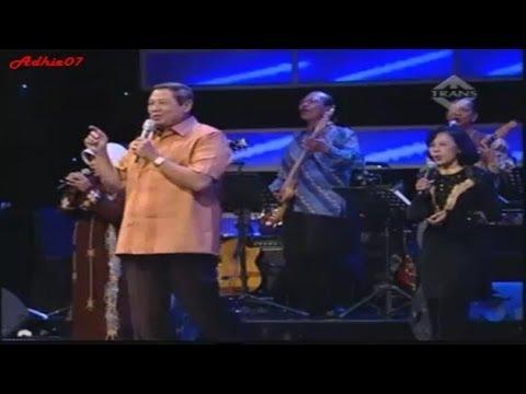 Presiden SBY Bernyanyi Bersama Band SMA Nya
