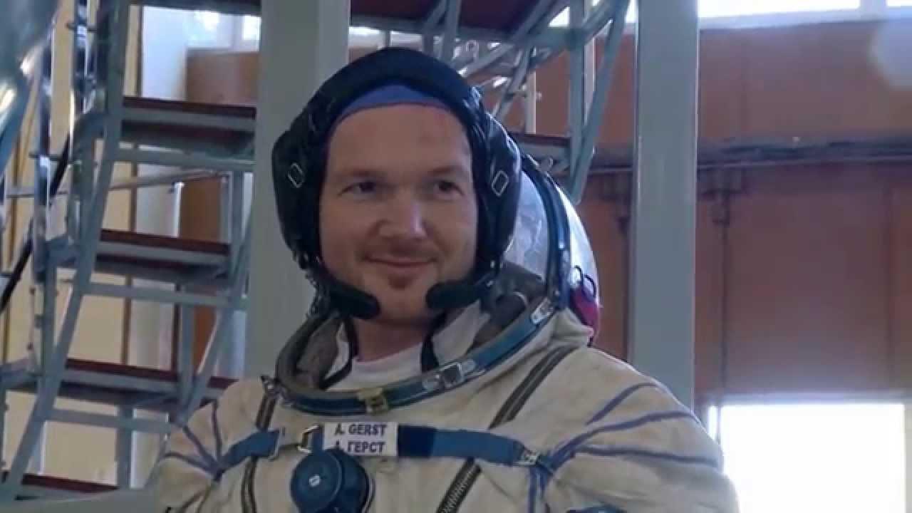 esaastronaut alexander gerst in der rakete zur iss  youtube