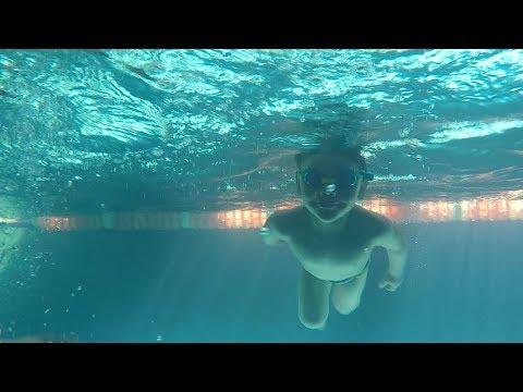 Подводная команда: житомирянка поделилась рецептами, как научить детей плавать