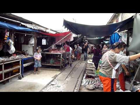 Amazing Railway Market at Meaklong in Thailand - Part 2 : Woohoo~The Last Minute Before Train Comes!