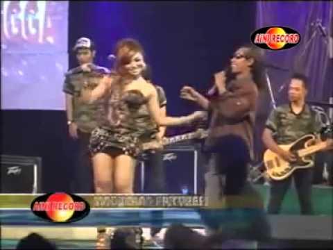 Dangdut Hot Terbaru ~  Goyang Bugil dangdut koplo