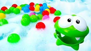 Мультики для самых маленьких Ам Ням и бассейн с пеной и шариками Развивающие игрушки для малышей
