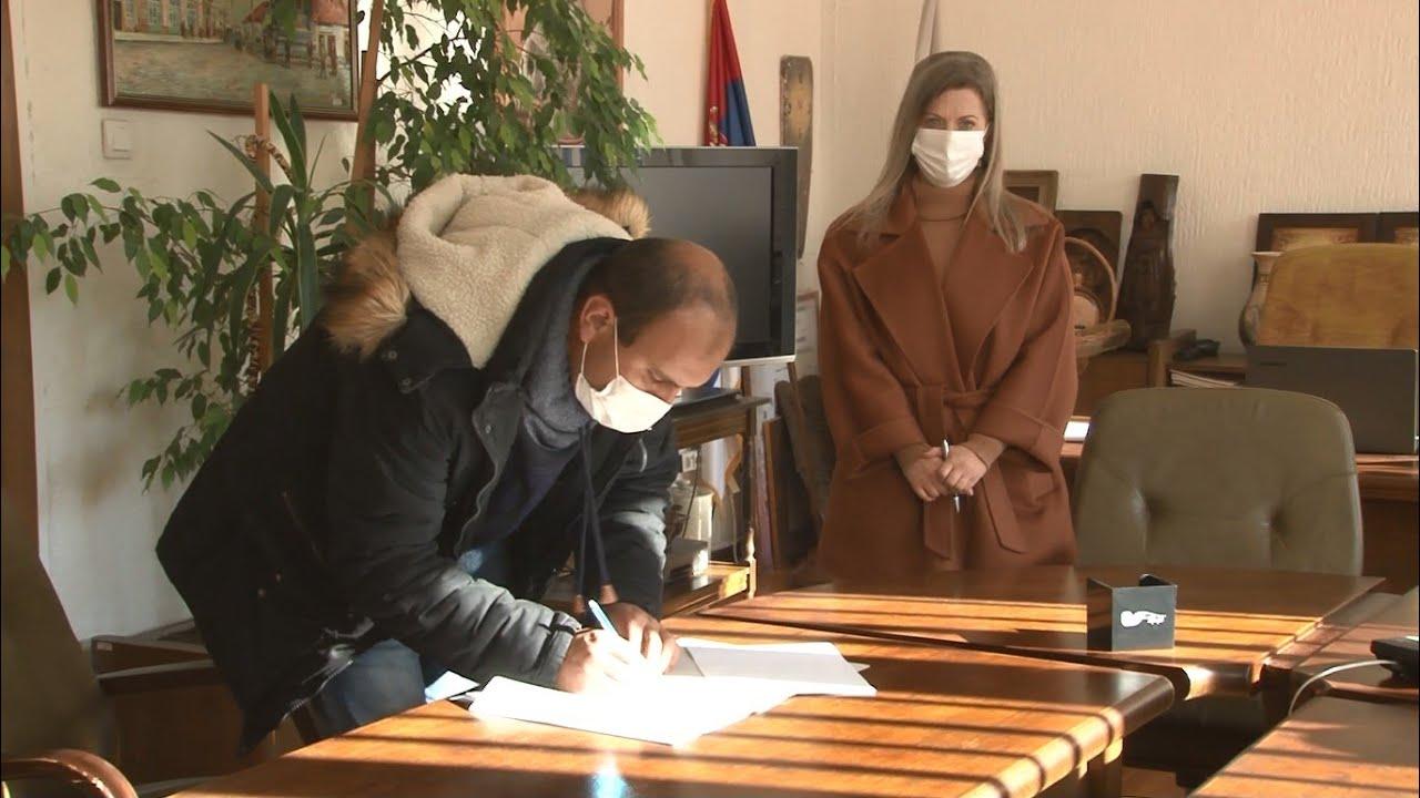 Usklađivanje rada i roditeljstva u Brusu - potpisivanje ugovora