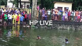 HP Live 9545056667 वसई च्या मानीकपूर तालावात ऐक्टिवा गाड़ी सकट  २ जन  बुडाले