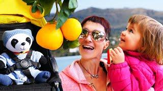 Бьянка и Маша Капуки гуляют в Турции с пандой. Привет, Бьянка