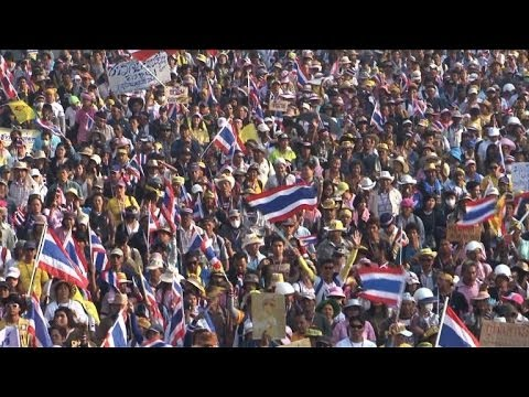 Thai PM calls elections as 140,000 join protest