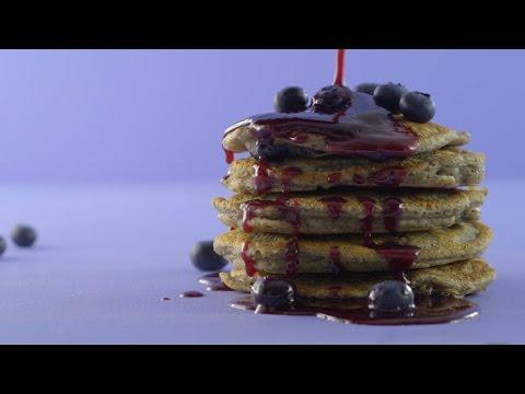 la-moitié-moins-de-sucre-avec-zing™:-crêpes-protéinées-au-sarrasin-et-aux-bleuets