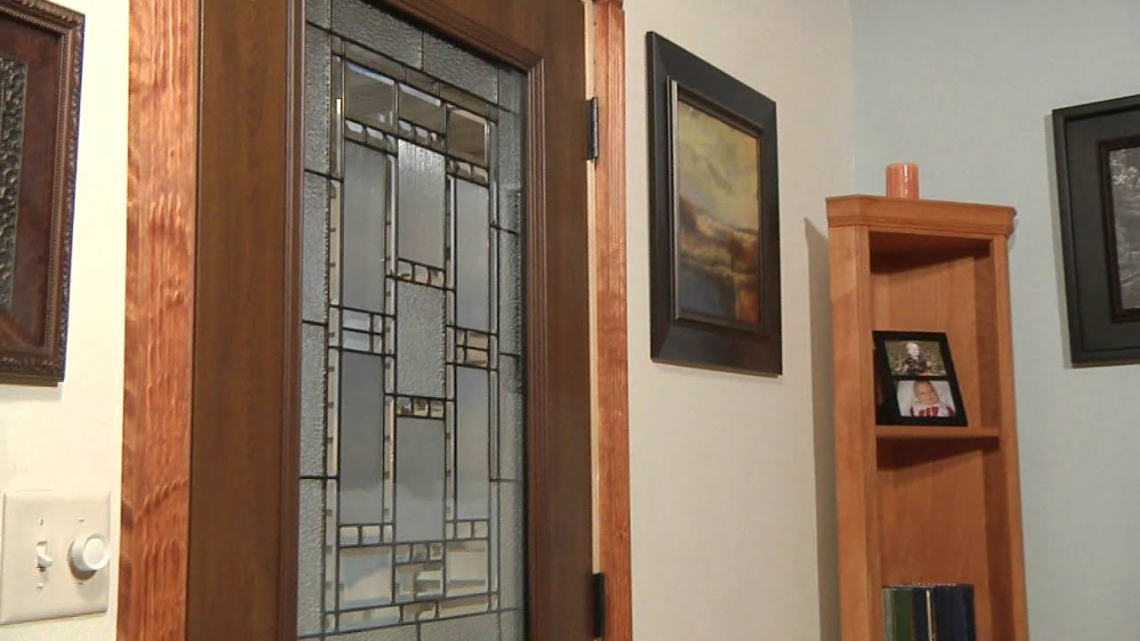 & Mastercraft Prefinished Woodgrain Steel Door - YouTube