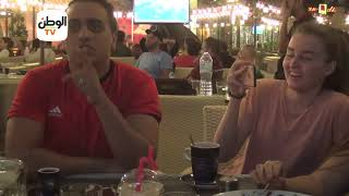 ميدو وإيلينا يتابعان مباراة مصر وروسيا من مدرجات الزوجية