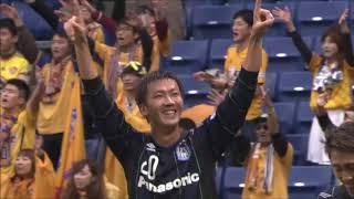 右CKからゴール前に入った長沢 駿(G大阪)が打点の高いヘディングシュ...