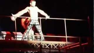 Lady Gaga vomita sul palco a Barcellona