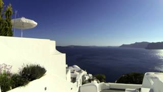Timelapse walk, Sunset Boulevard, Oia, Santorini(Timelapse walk through Sunset Boulevard, Oia, Santorini, shot with a DJI Phantom 2 drone and a GoPro Hero 3., 2015-06-24T09:39:50.000Z)