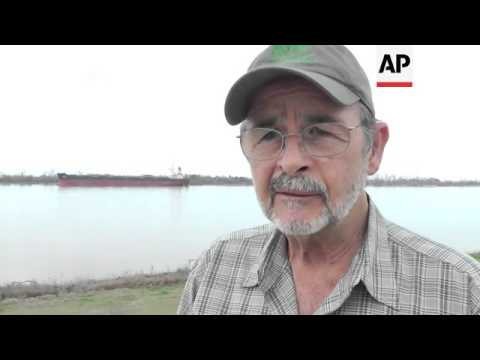 the-coast-guard-reopened-the-mississippi-river-on-monday,-two-days-after-an-oil-spill-closed-the-riv