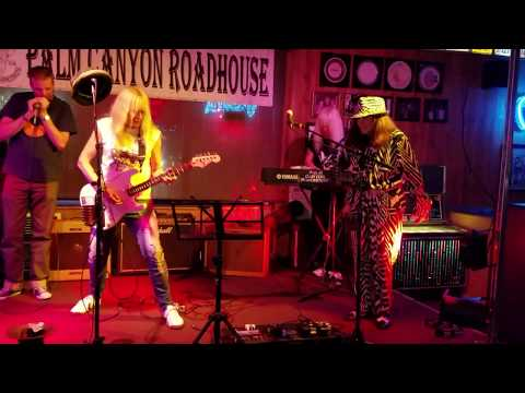 Female Guitarist Shredmistress Rynata plays slow Minor Blues | Roadhouse | Palm Springs