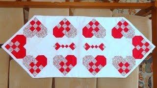 Caminho/trilho de mesa em patchwork Corações