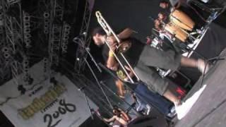 Panteón Rococó - La Distancia (Live 2008 / HQ)