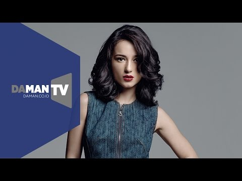 DA MAN Asks Julie Estelle About the State of Her New Year's Resolutions