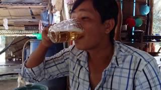Người uống bia siêu nhanh, 3 giây 1 li