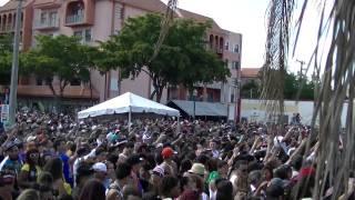Daddy Yankee - La nueva y la ex   Live at Calle Ocho 2014