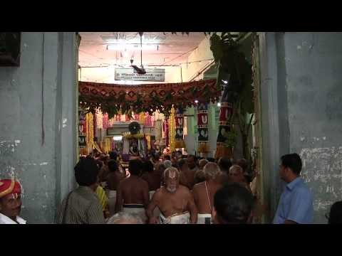 Kanchi Varadarajan - Anushtana Kulam Uthsavam - Varadan at Desikan Sannidhi