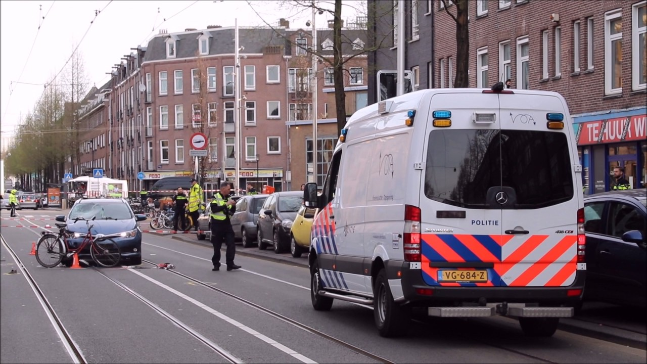 Dodelijk ongeval fietsster taxi in amsterdam youtube for Molukkenstraat amsterdam