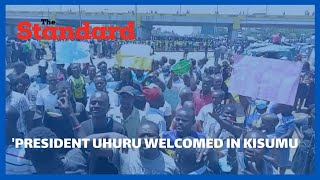 President Uhuru welcomed by residents at Kondele in Kisumu on his way to Mamboleo Show Grounds