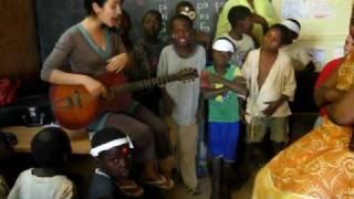 Niger: Children of Niamey sing in Zarma