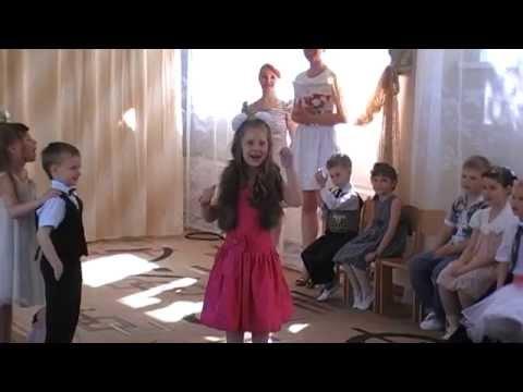 Моя внученька Дашенька на выпускном в детском саду,в роли Мадам Брошкиной