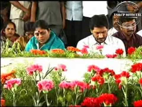 YS Jagan Mohan Reddy pays floral tributes at YSR Samadhi