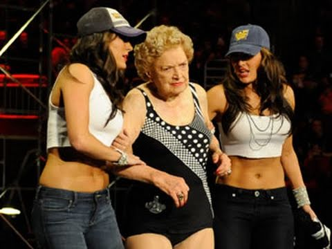 Raw: Mae Young vs. Lay-Cool